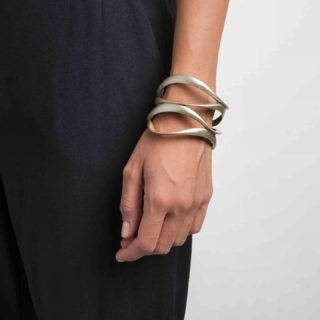 Introducing our Elle Bracelet: an sculptoreal design made by @vittorio_massimo inspired on sculptural shapes and flowness of movement in the space.  🔥🔥Stack a couple of them for extra coolness in your look🔥🔥  ➡️ SWIPE TO SEE ALL COLOURS  ⏳ There is no more time to receive your 🎄Xmas presents 🎁🎅, but remember SantaClaus works in misterieous ways and you can always come up with a gift card from our website last minute👌  #maison203 #uniquejewelry #3dprintedjewelry #contemporaryjewellery #handmade#3dprinted #madeinitaly #italianstyle #moreismore #maximaljewelry #coolstuff #joalheria #schmuckdesign #schmuckkunst #joyeriacontemporanea #joiascontemporaneas #bijouxcreateur #bijoucontemporain #bijoucontemporain #gioiellocontemporaneo