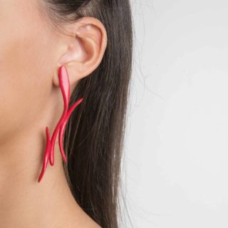 📢 Meet our Elle Earrings by @vittorio_massimo , a beautifully designed piece with extreme lightweight that can boost your look any day! 👗💄👠 Let's cheer up cuz 🎄Xmas🦌 is coming so don't be afraid to make yourself that very much earned present!🎁 🔥🔥Best presents are the ones we choose for ourselves...  #maison203 #uniquejewelry #3dprintedjewelry #contemporaryjewellery #handmade #craftmanship #coolstuff #madeinitaly #italianstyle #designerjewelry #artjewellery #joyeriacontemporanea #joiascontemporaneas #bijouxcreateur #bijoucontemporain #joalheria #schmuckdesign #schmuckkunst #gioiellocontemporaneo #coolearrings