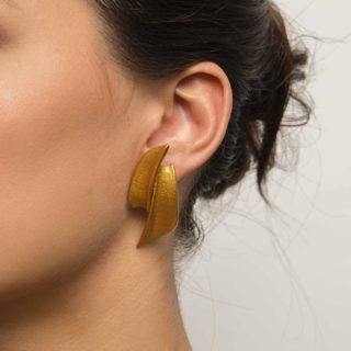 Introducing Loron Earrings: the module resembles the skin of a shark 🦈 as seen under an electron microscope 🔬 Designed by @arturotedeschi this collection is very sharp yet with soft edges.  ➡️ SWIPE to see all the colours   ⏱ It's time to start thinking about mother's day 🙎♀️🙅♀️🛍  #maison203 #uniquejewelry #contemporaryjewellery #3dprintedjewelry #maximaljewelry #statementjewelry #bijouxmadeinitaly #bijouxcontemporains #schmuckdesign #gioiellocontemporaneo #gioiellodigitale #digitaljewelry #fashionjewelry #earrings #3dprintedearrings #contemporaryearrings
